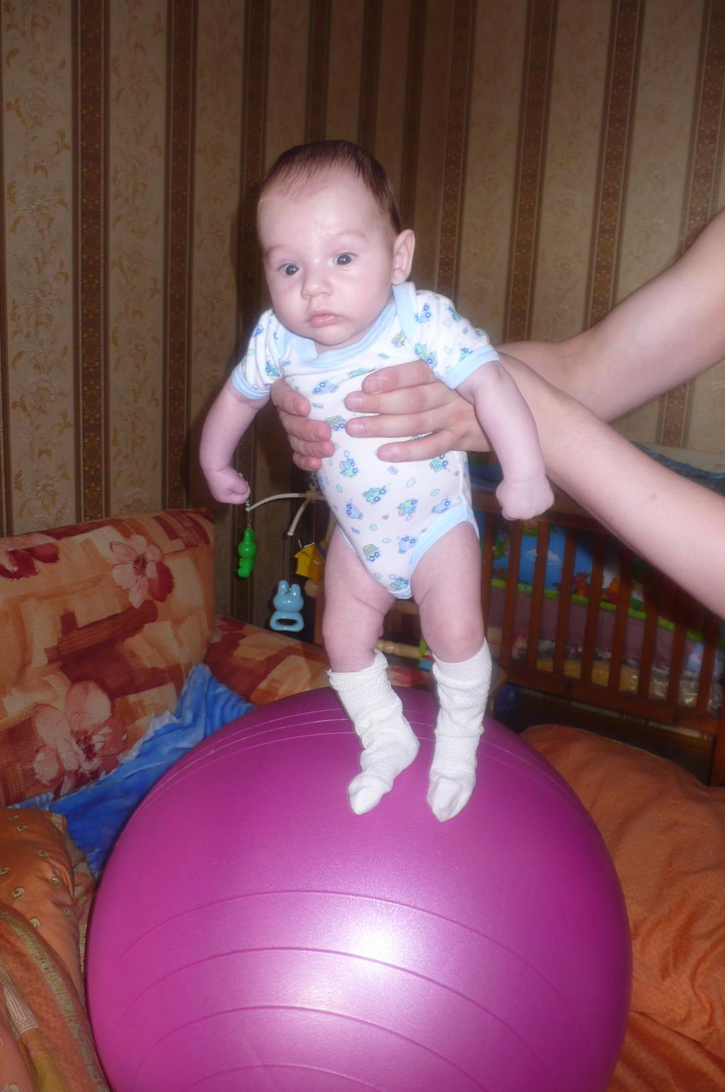 Спортивная ходьба на шаре. На зарядку!