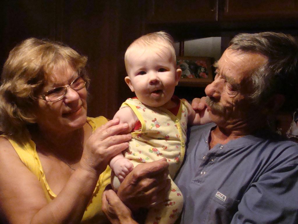Мои бабуля и дедуля. Стар и мал