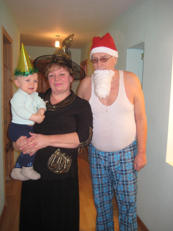 Новый год с дедулей и бабулей!!!!!!!!!!. Стар и мал