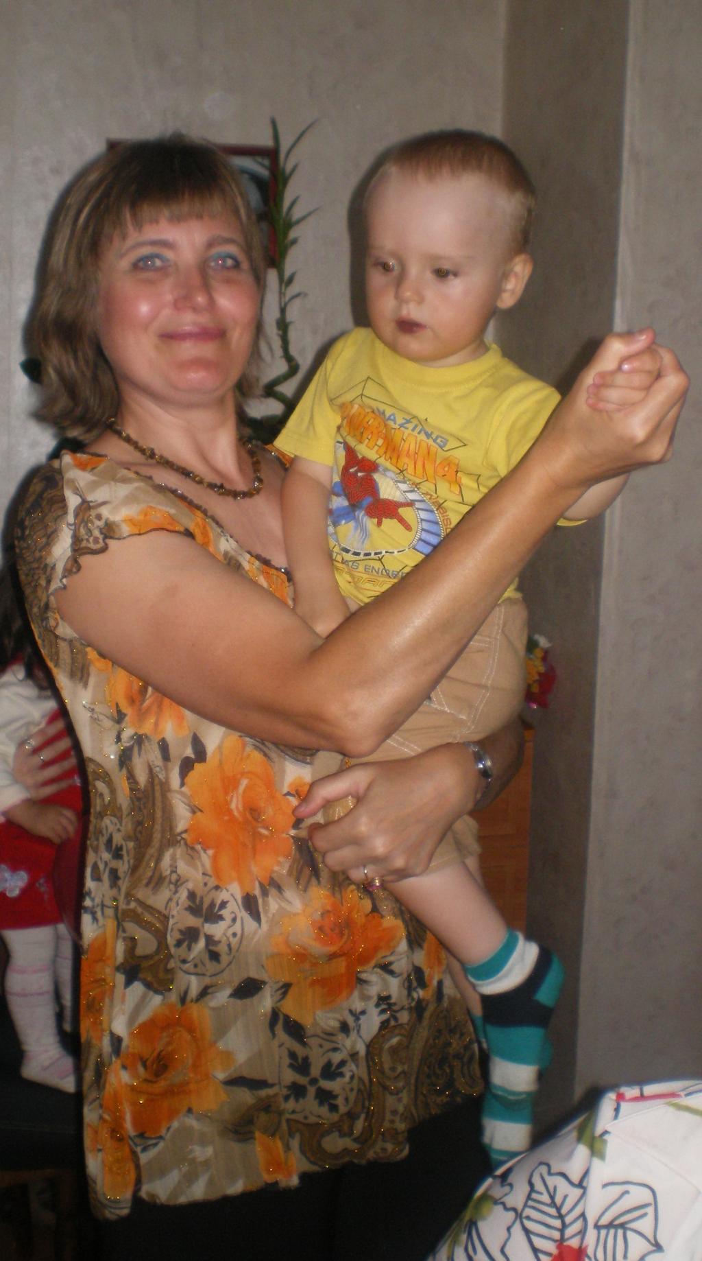 Танго вдвоём с любимой бабулей.... Стар и мал