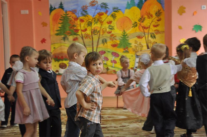 Все с девочками, а я...эх). Мой любимый детский сад