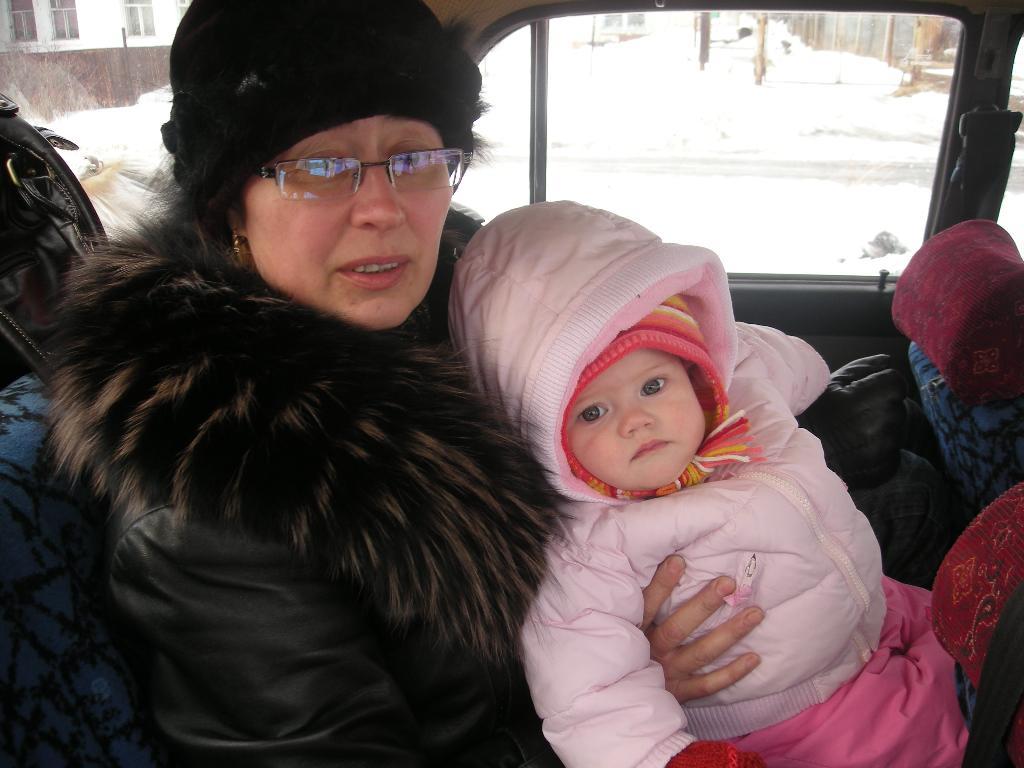 Александра с бабушкой. Стар и мал