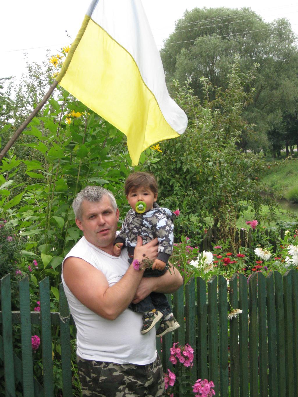 МАЛЫШ И ДЕДУШКА))))). Стар и мал