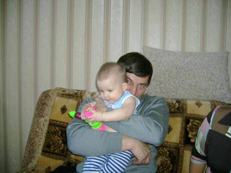 Дарюша с дедушкой.. Стар и мал