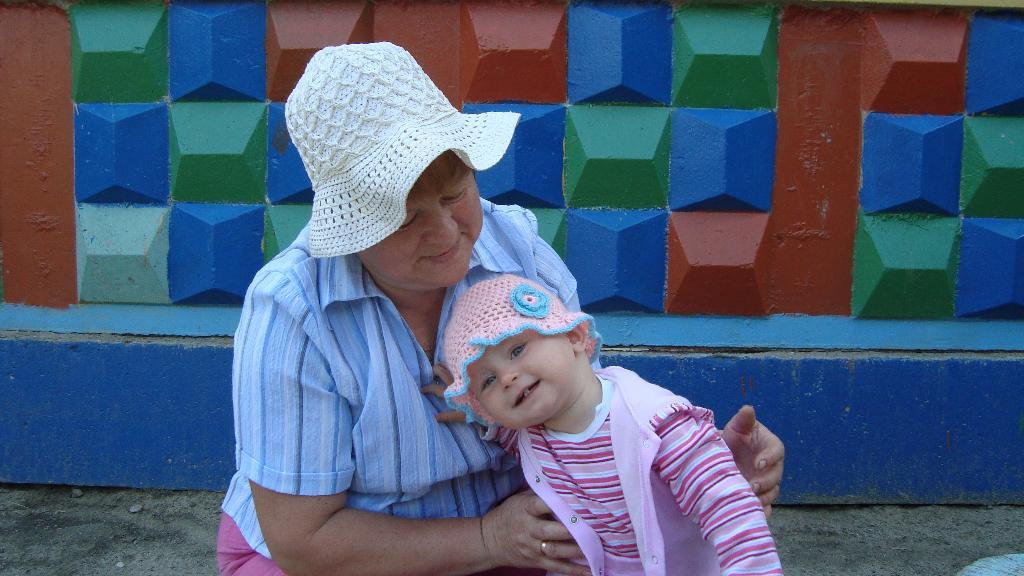 Летняя прогулка с любимой бабушкой. Стар и мал