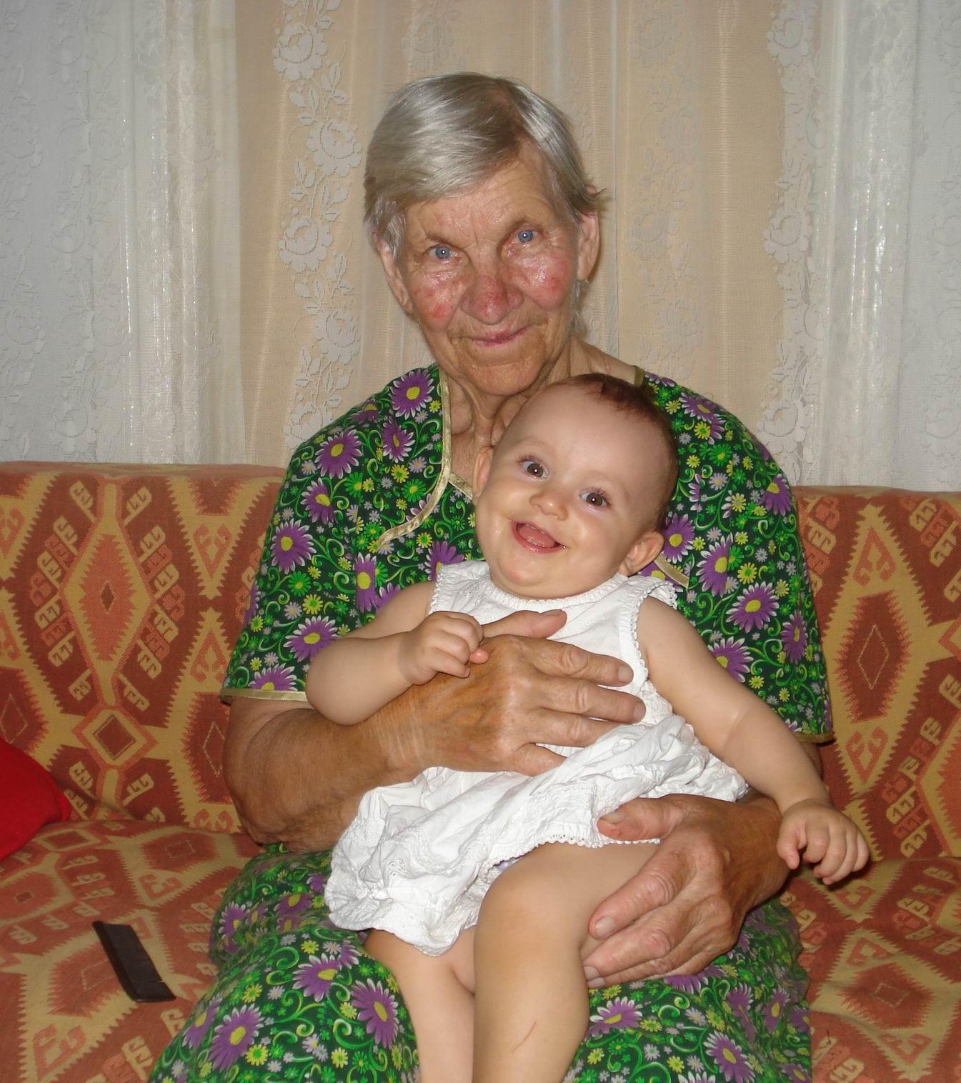 Милуся и пробабушка Маша. Стар и мал