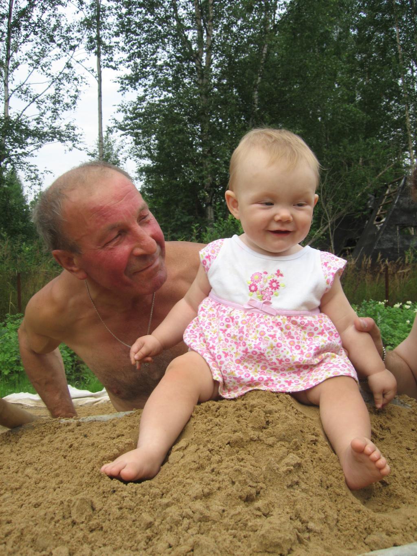 Лилианочка с дедом!. Стар и мал