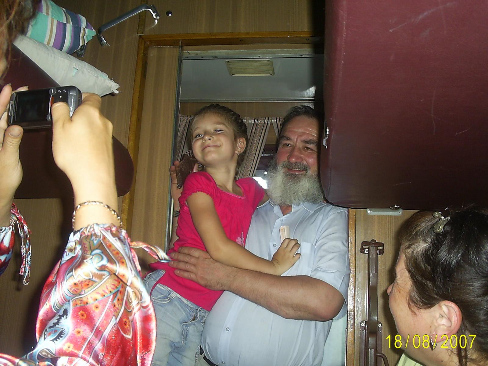 С любимым дедом готова на край света.... Стар и мал