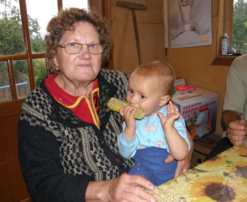 'Бабушка, давай я тебе пожую!'. Стар и мал