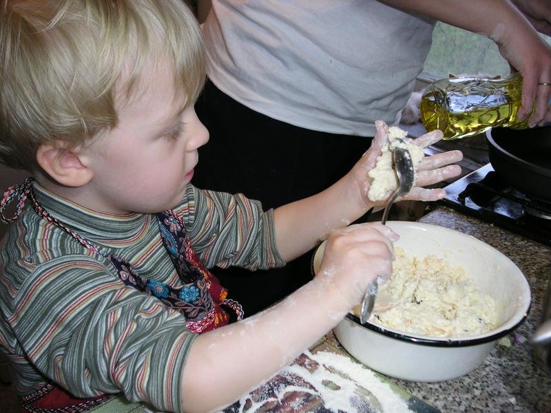 А на ужин у нас сырники!. Готовим вместе с мамой