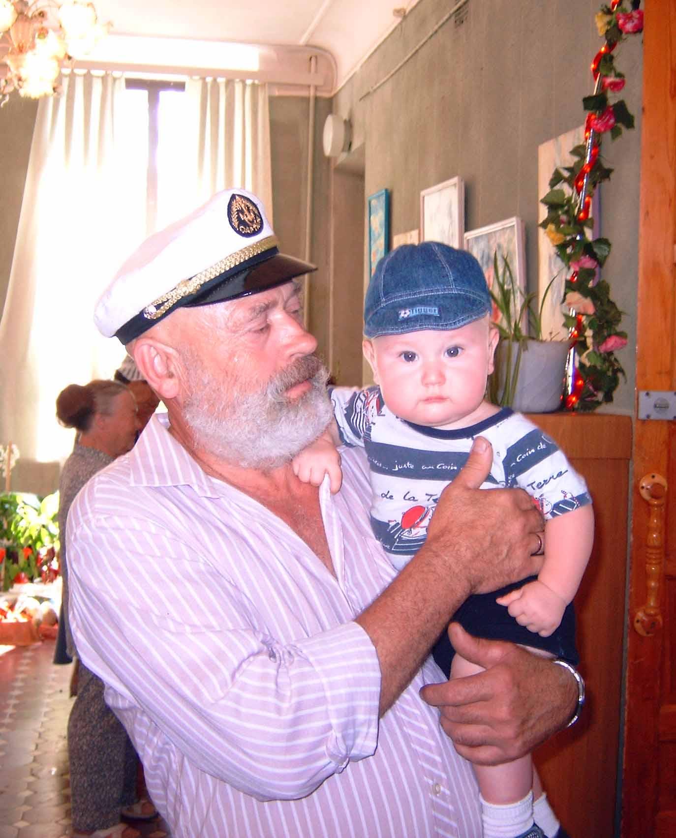 Мой дедушка капитан дальнего плавания и я буду таким же!. Стар и мал