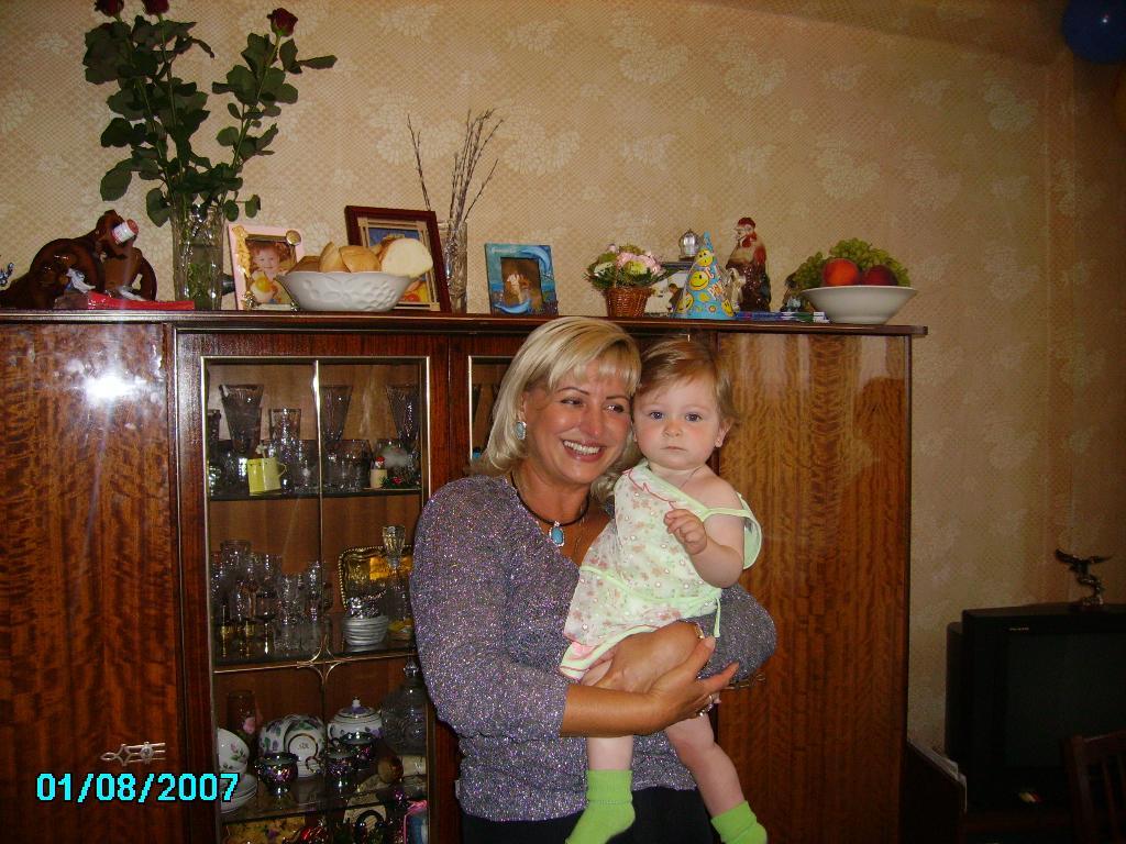 С любимой бабушкой в первый день рождения. Стар и мал