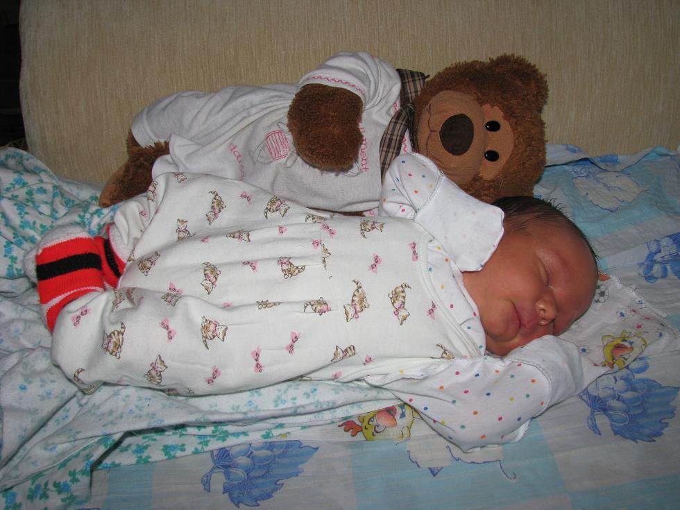 Я под надежной защитой, поэтому и сплю так сладко!. Первый месяц