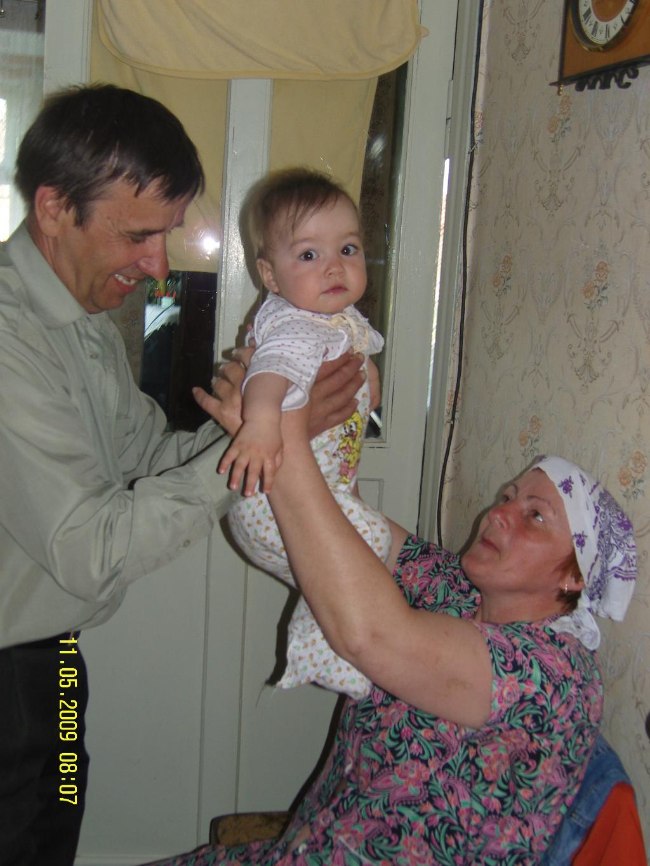 я ребенок на расхват-и дедушке и бабушке я  рад!. Стар и мал