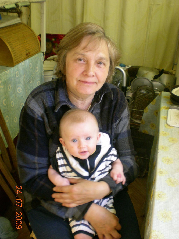 C бабушкой на даче. Стар и мал