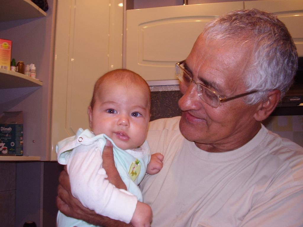 Я и дедуля. Стар и мал