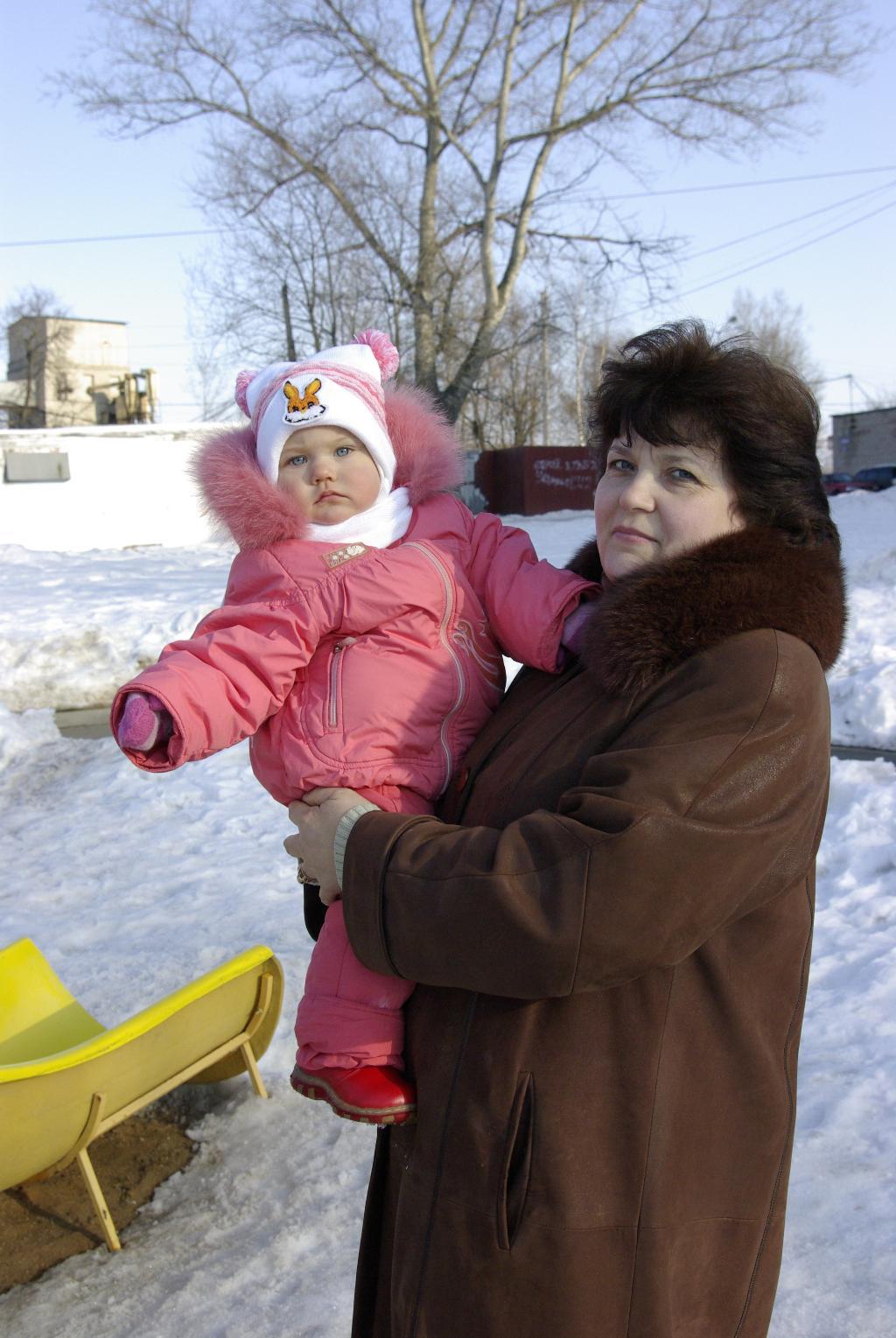 С любимой бабулей на прогулке. Стар и мал