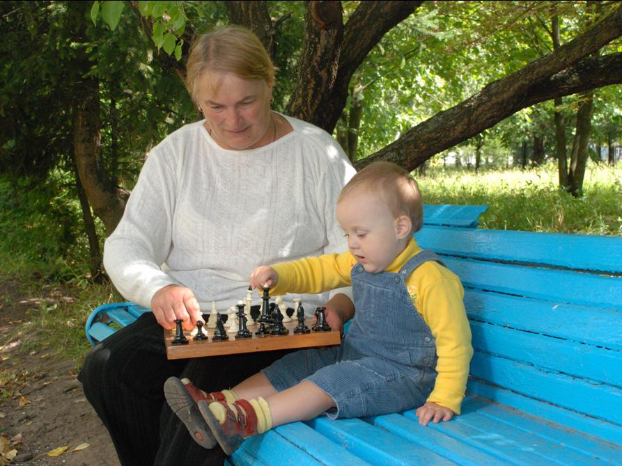 Сейчас бабушка научу.... Стар и мал