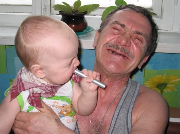 Дед, а ты зубы почеши как я, быстрей вырастут!. Стар и мал