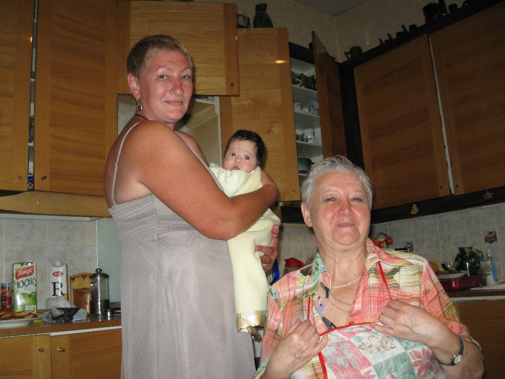 Наши бабушки!. Стар и мал