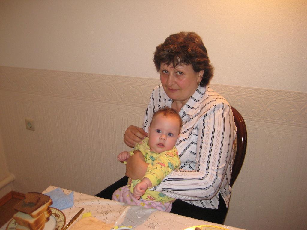 У бабушки в гостях. Стар и мал