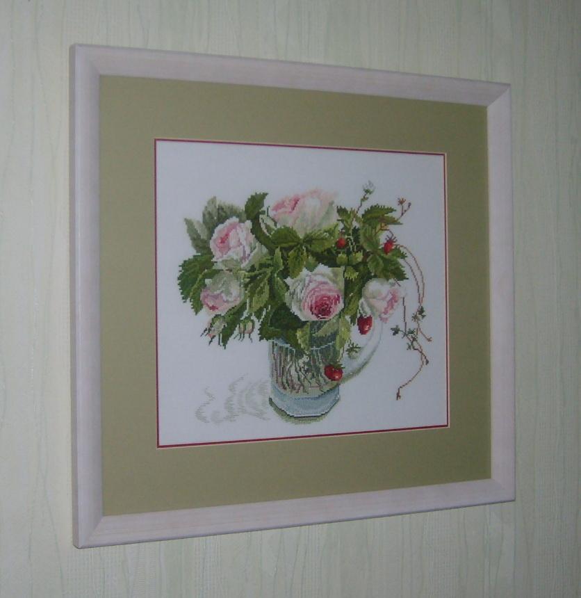 Розы с земляникой. Растения (в основном цветы)