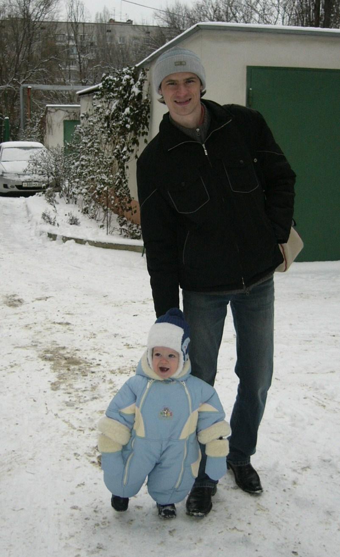 Ой, папа, смотри сколько снега. Зимняя прогулка