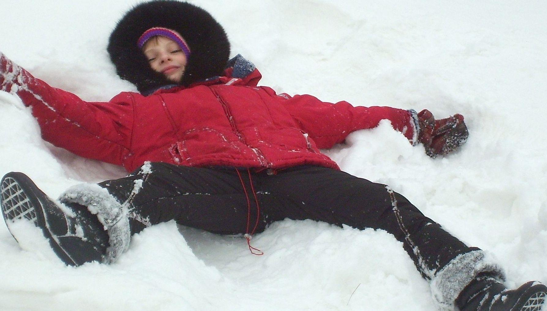 Что то я устала!Надо отдохнуть!. Зимняя прогулка