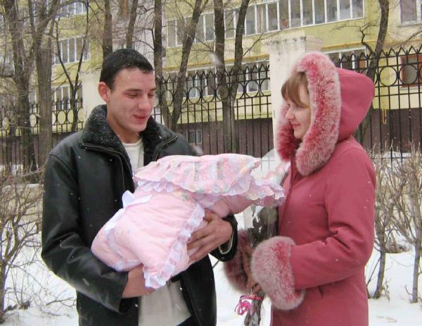С мамочкой и папочкой всегда тепло и уютно!. Зимняя прогулка