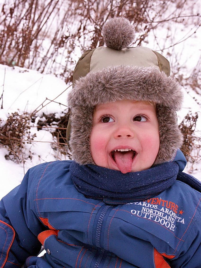 Снежинка-снежинка, я тебя съем!. Зимняя прогулка