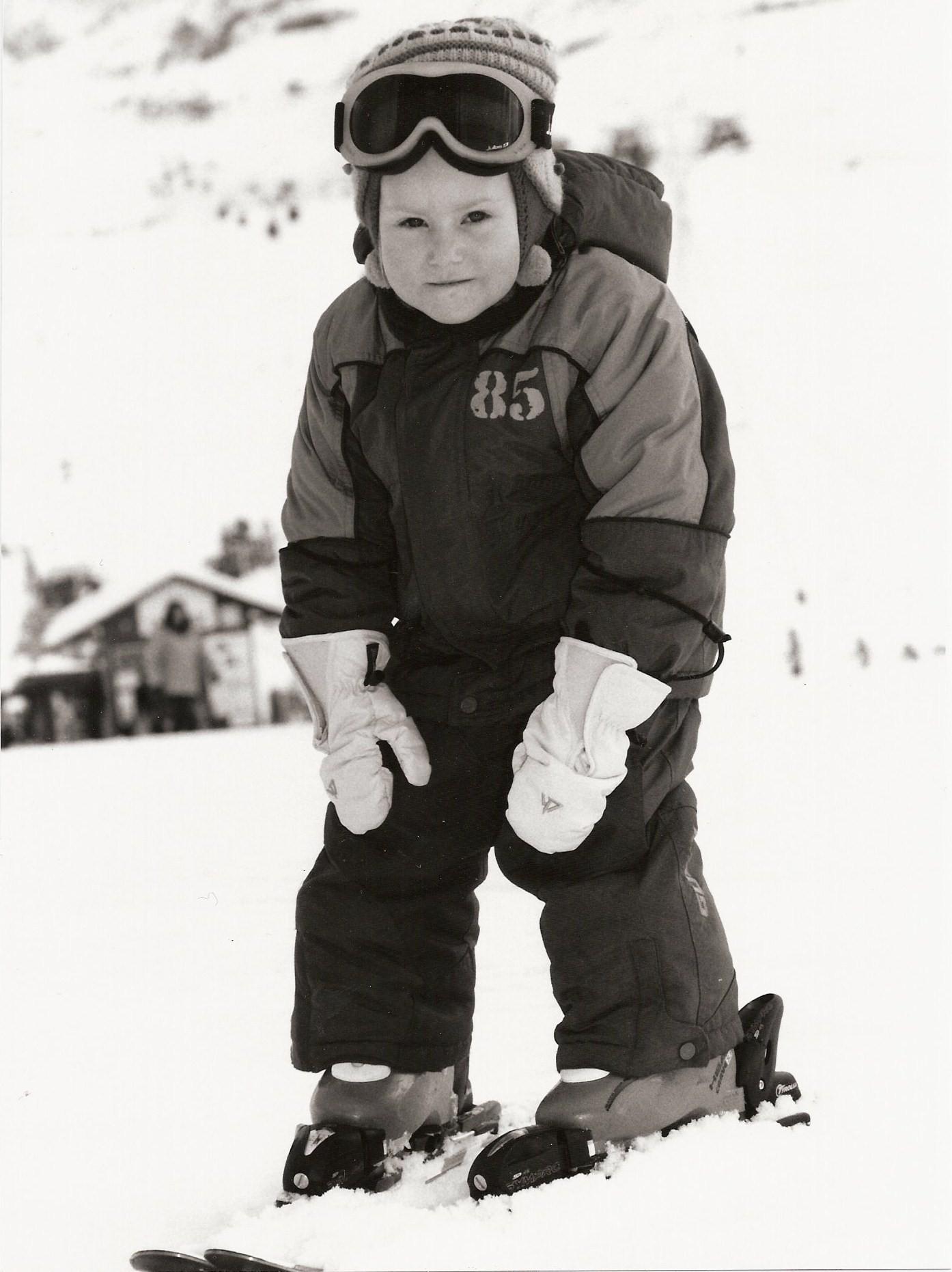 Маленькая горнолыжница (3 г. 7 мес.). Юные спортсмены