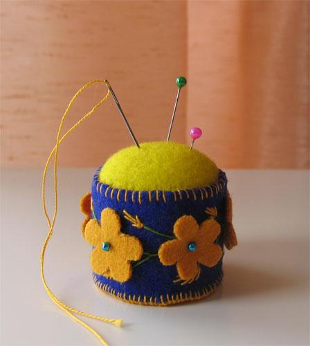67  lovebiser для ШокоЛапки. 2009 Проект 'Игольница к 8 Марта