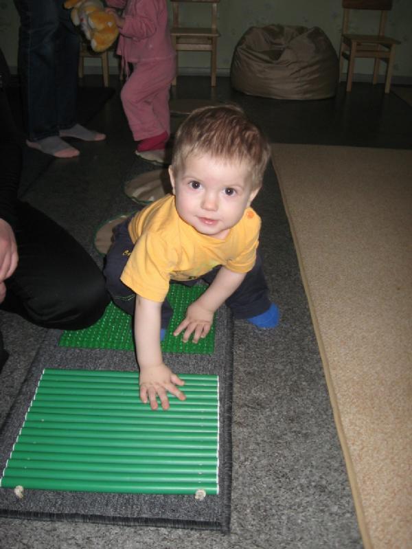 Сережа (1 годик) в школе раннего развития. Малыши-крепыши