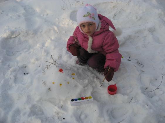 ...можно и на снегу рисовать..... Детский рисунок
