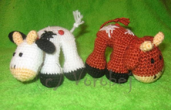 Коровки подружки. Вязаные игрушки