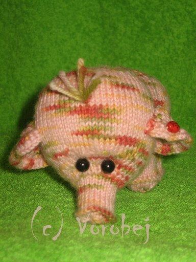 Слонёнок Яблочко. Вязаные игрушки