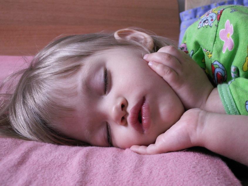 Спят усталые Сонюшки.... Баюшки-баю