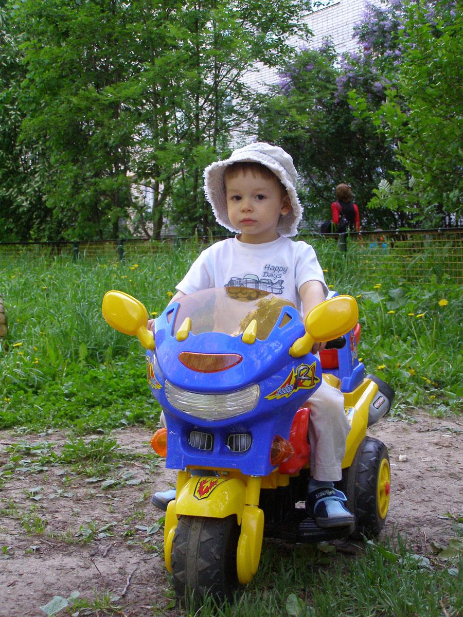 Травка зеленеет, мотоцикл блестит. Весенние деньки