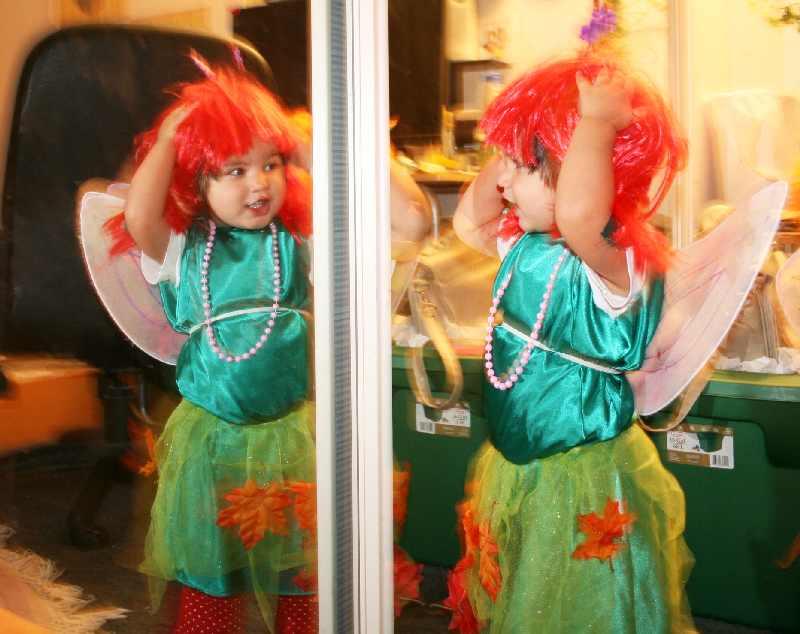 Смеялась дочка радостно, счастливо, увидев в первый раз - ОНА КРАСИВА!. Свет мой, зеркальце, скажи…