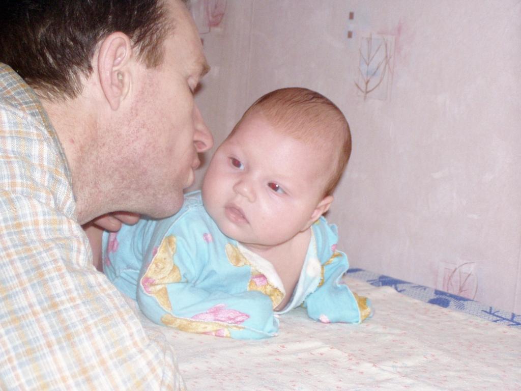 Ну, поцелуй же ты меня, Анюта! Я тебя больше жизни люблю!. Вместе с папой