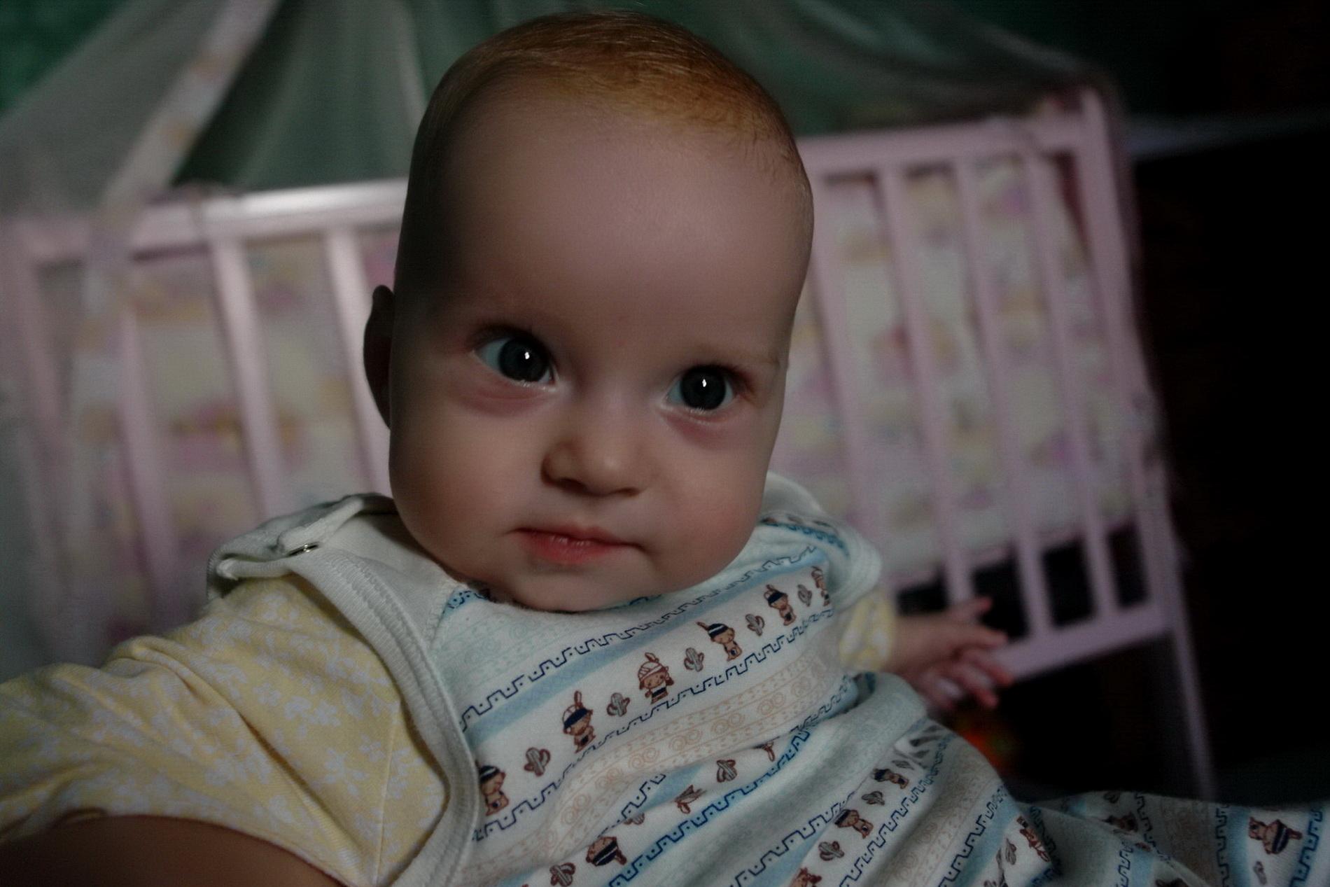 Алисе 5 месяцев. Очаровательные глазки