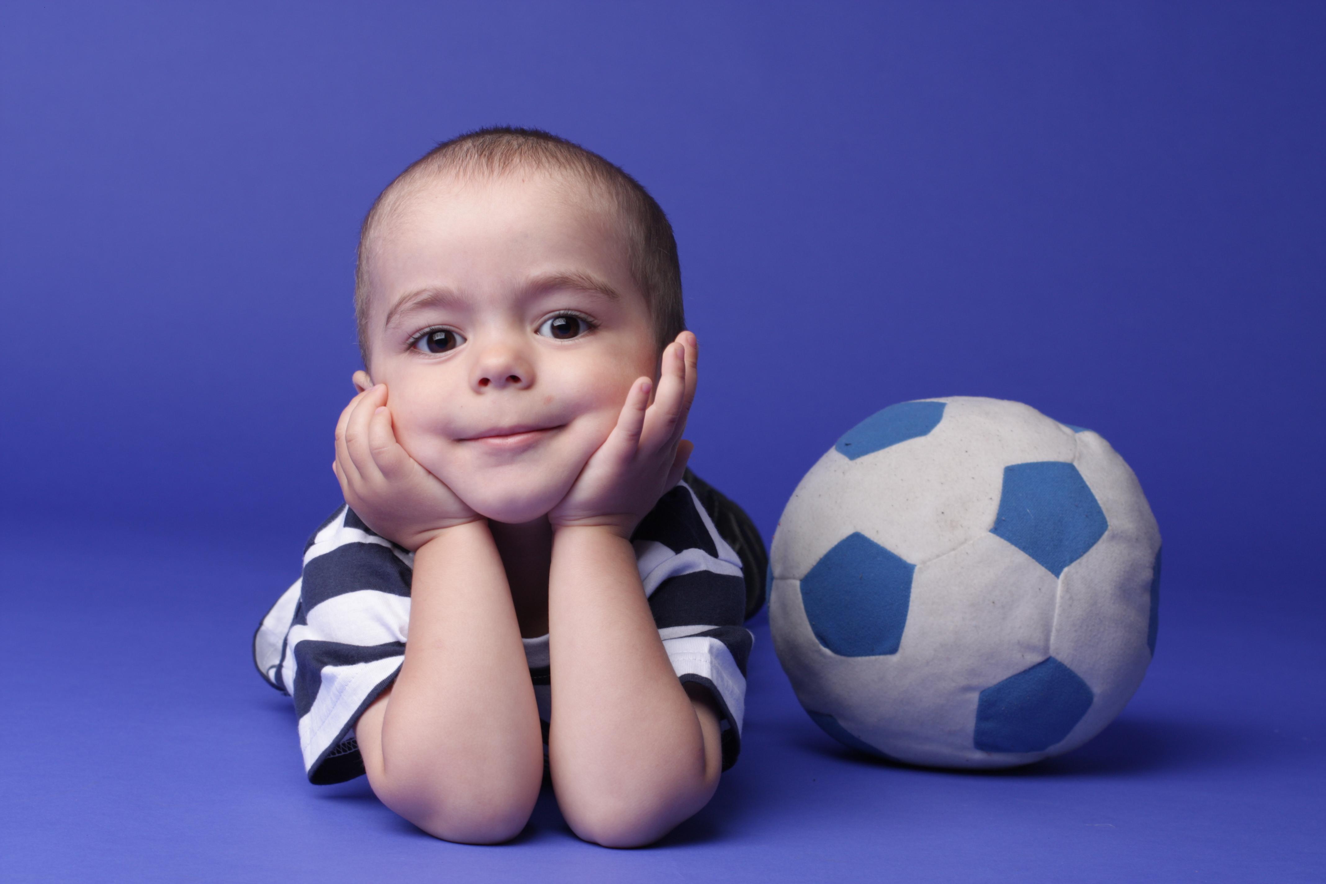 юный футболист. Очаровательные глазки