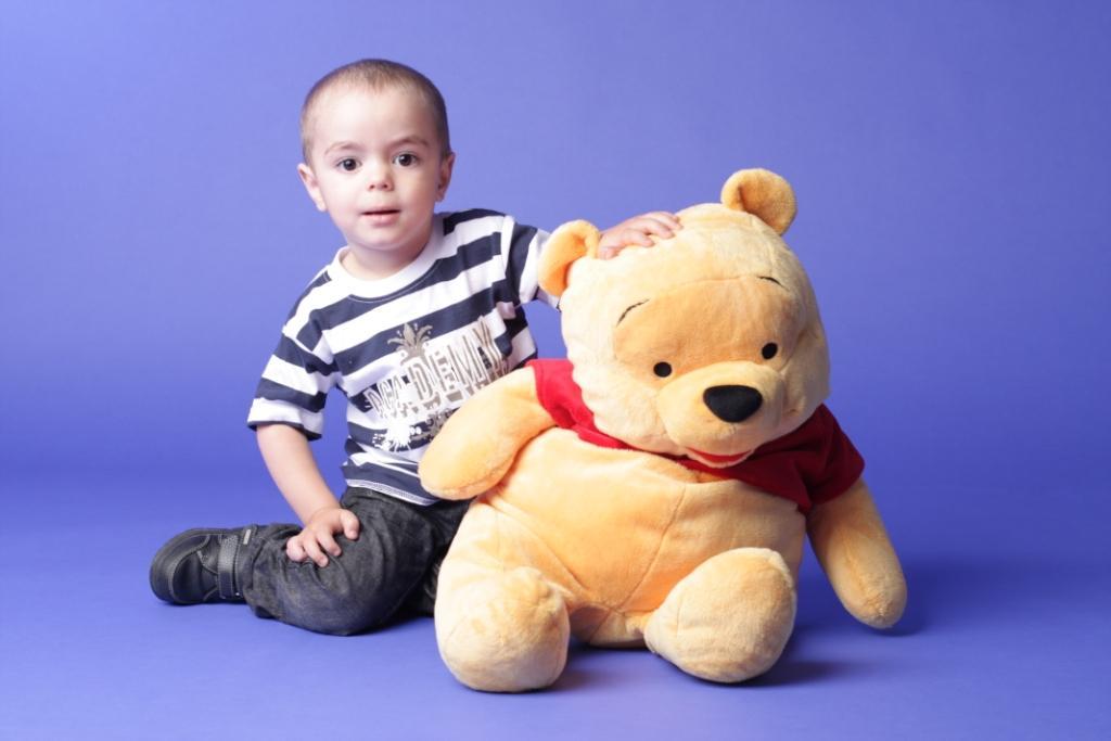 Артурик с пухом. Дети: художественное фото