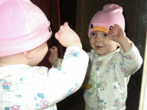Вот какая у меня шапочка красивая. Свет мой, зеркальце, скажи…