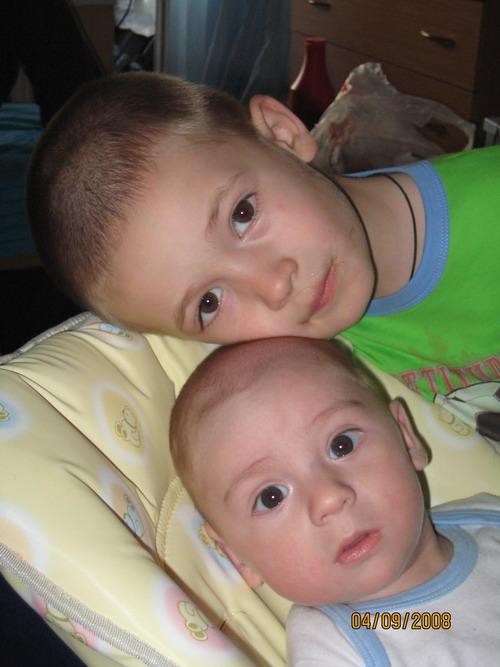 Глаза двух братьев - души безгрешной отражение.... Очаровательные глазки