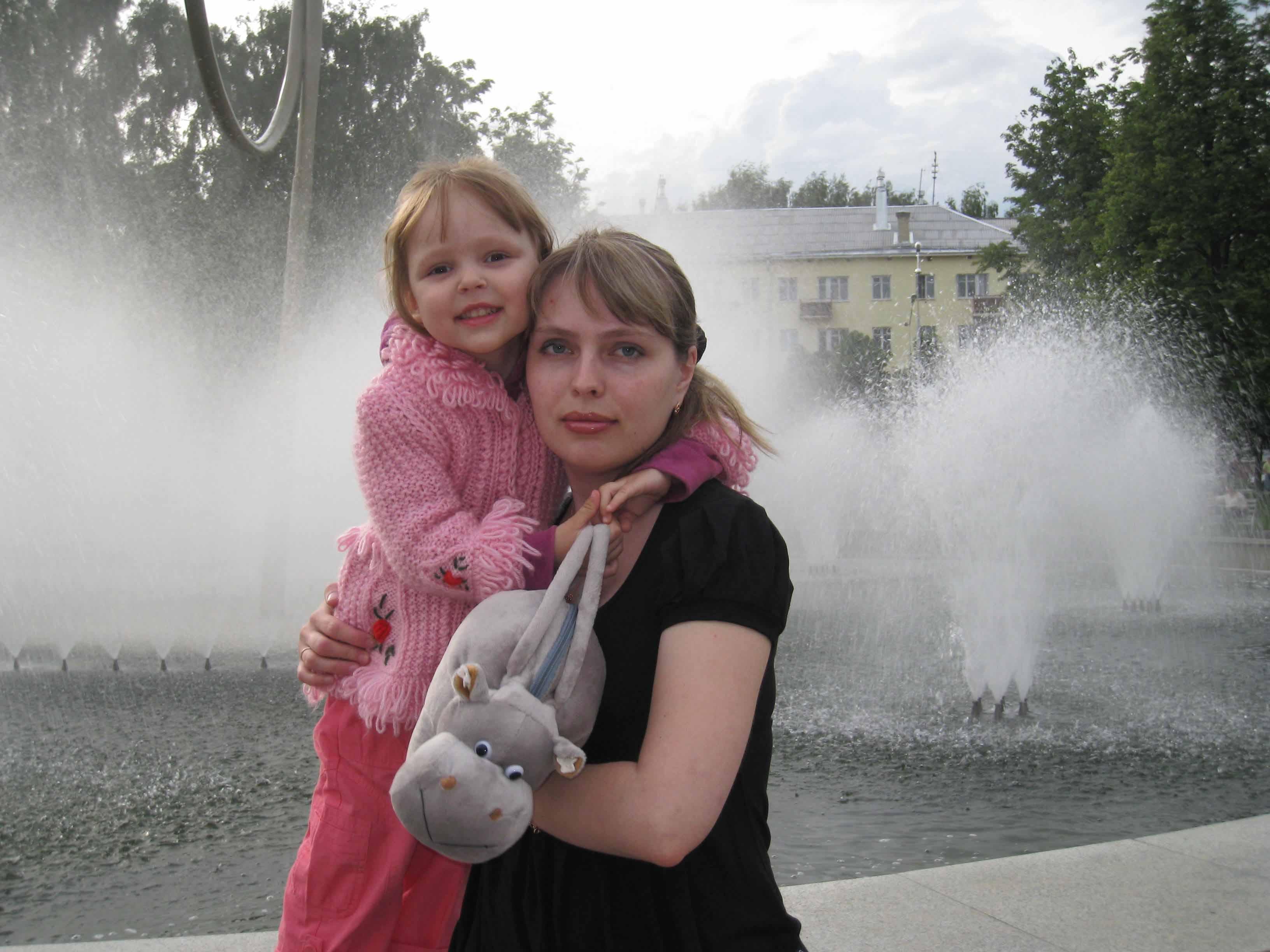 С дочкой Катеринкой . Красотки