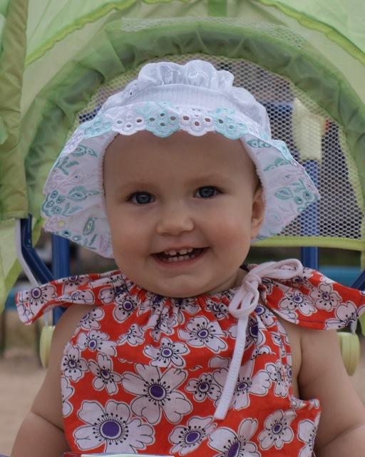 Диане 1 год.. Очаровательные глазки