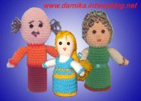 Дед, бабушка и внучка. Самодельные игрушки