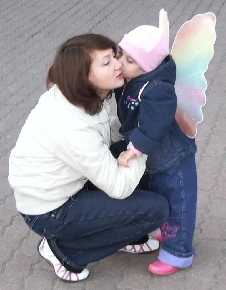 Мамочка и бабочка.