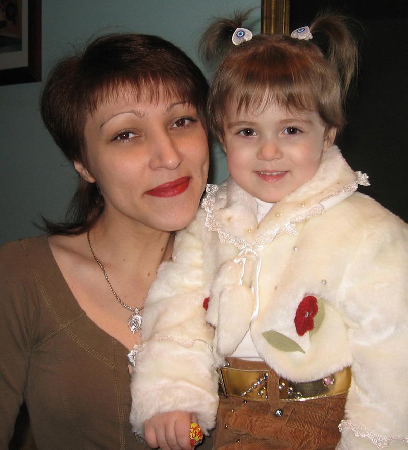 Радмилочке - 2 годика!. Вместе с мамой